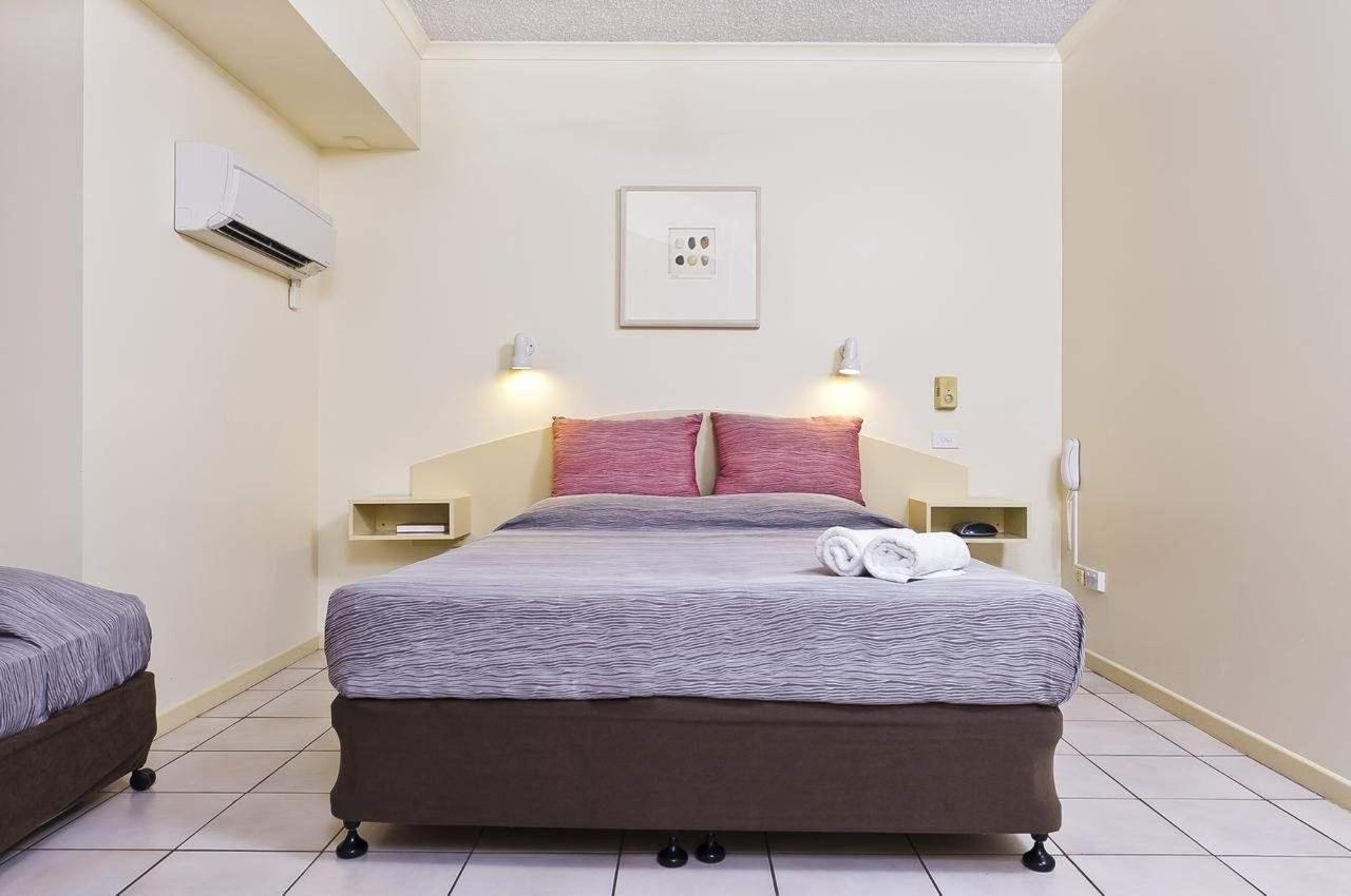 double-room-hides-hotel-cairns-australia.jpg