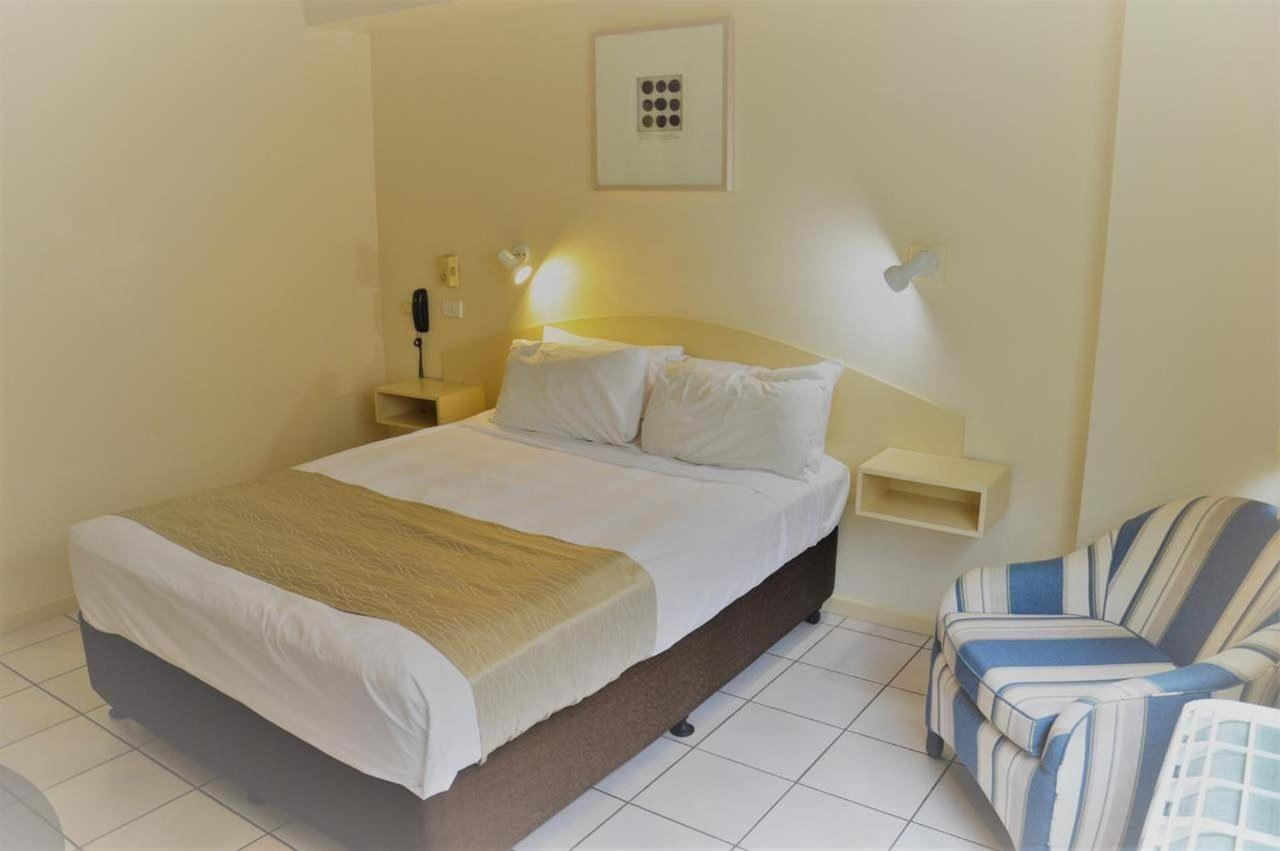 double-room-hides-hotel-cairns-australia-budget-accommodation.jpg