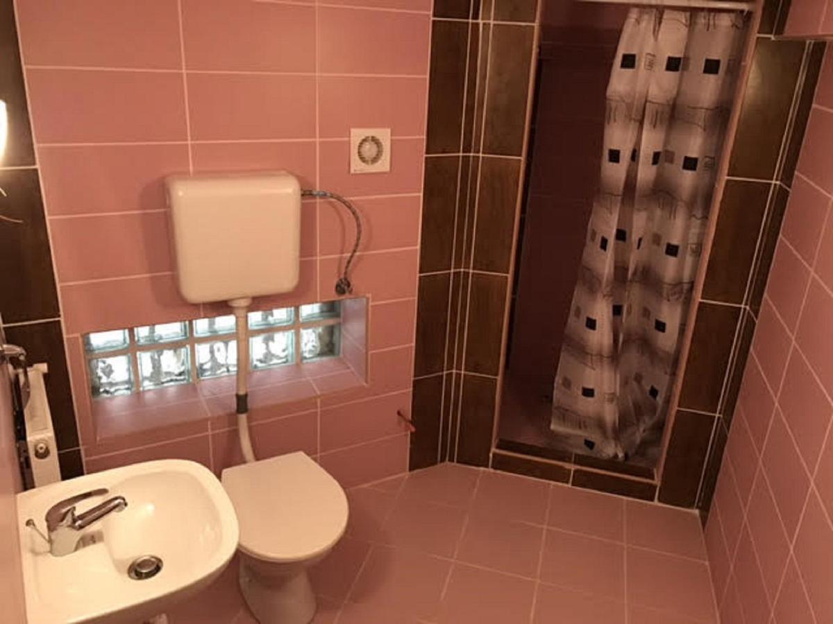 hostel fürdő4nagy.jpg