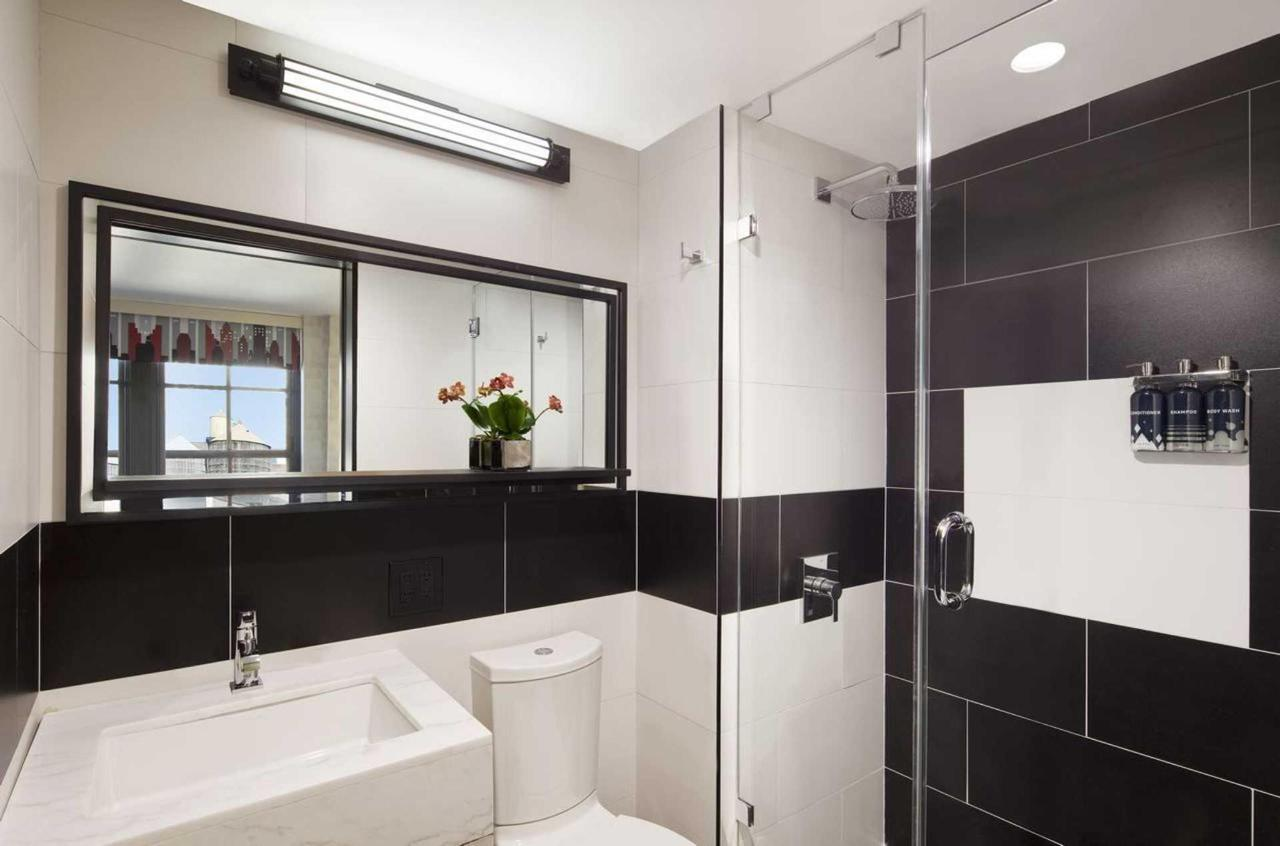 bathroom-perfect-new-york-hotel.jpg.1920x0.jpg