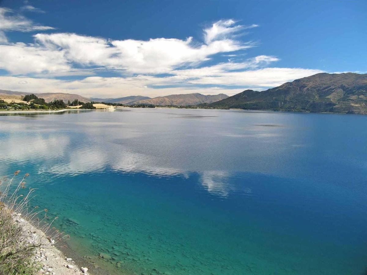 lake-hawea-from-the-east-side-road-to-timaru-creek.jpg