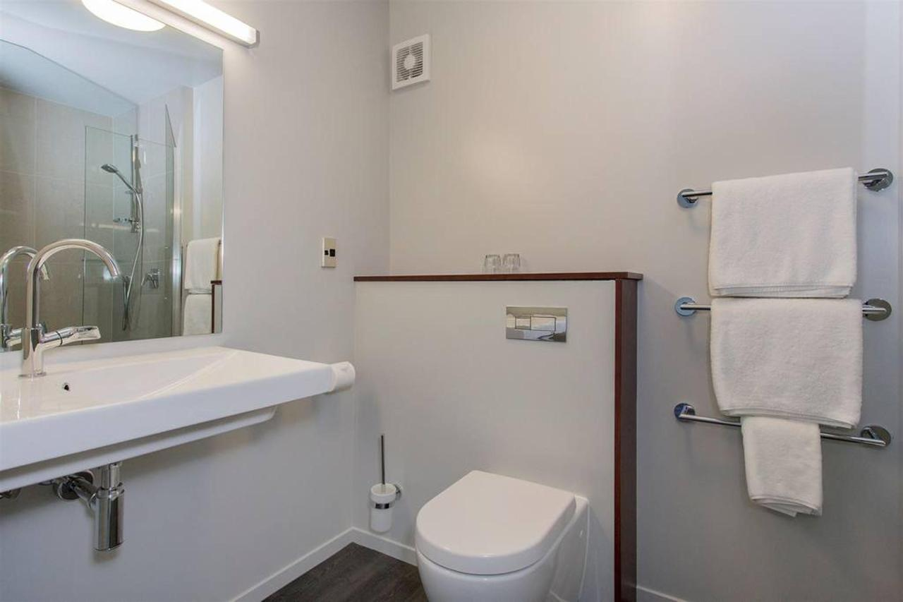 nz147_ch_benvenue_nkt_executivestudiobathroom_view1_241115.jpg.1024x0 (3).jpg