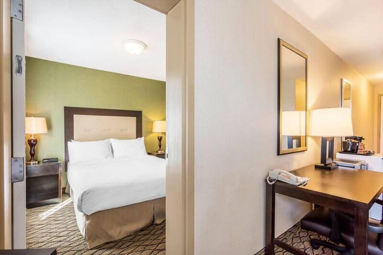 3-queen-beds.jpg.1024x0.jpg