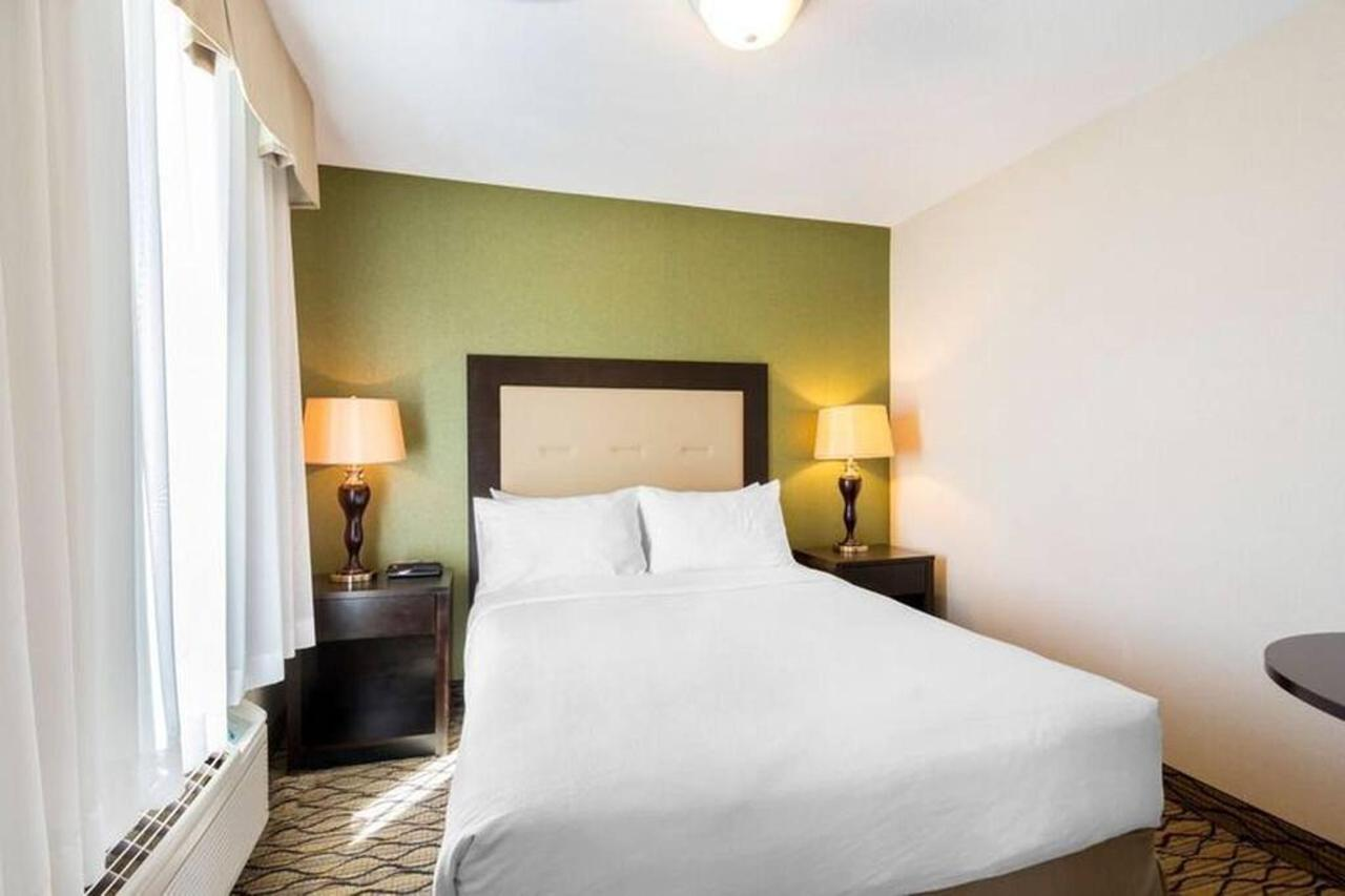 3-queen-beds-1.jpg.1024x0.jpg