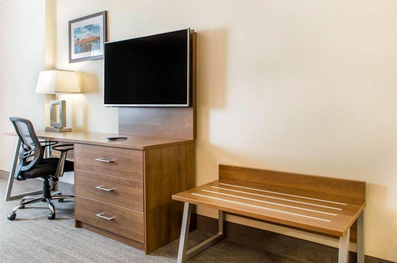 tv-stand-4-1.jpg.1024x0.jpg