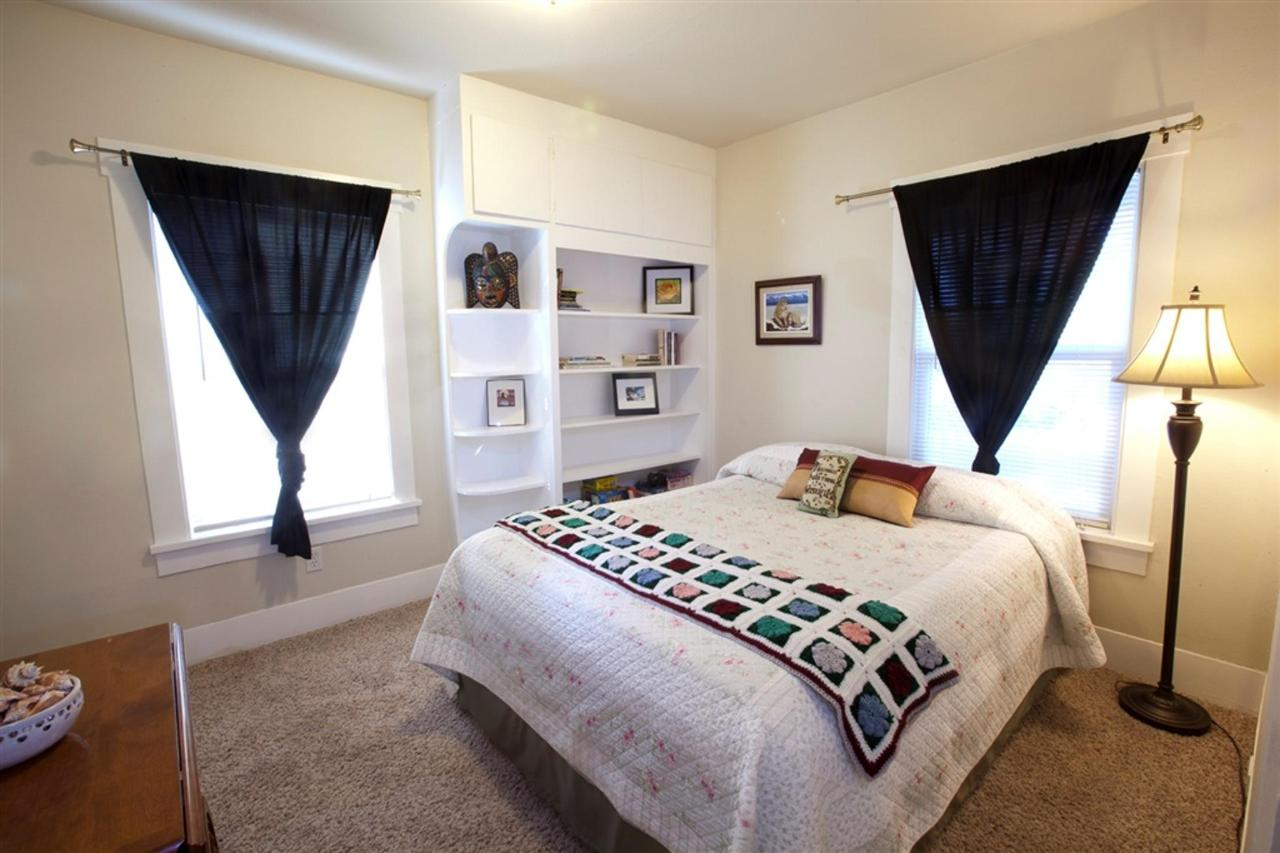 second-bedroom.jpg.1024x0.jpg