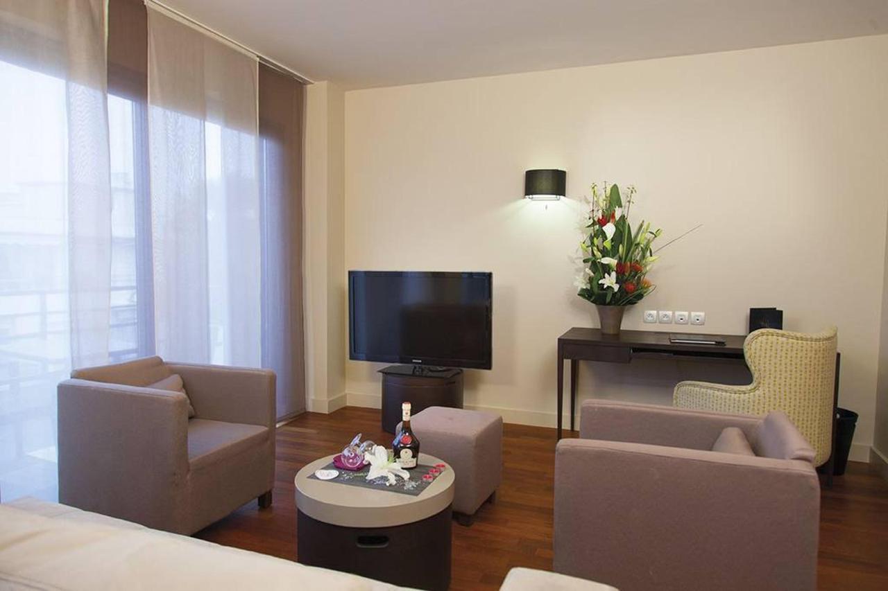 t2-suite-first-junior-salon-1.jpg.1024x0.jpg
