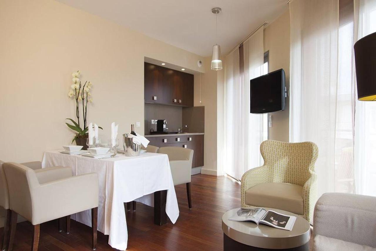 t3-suite-first-privil-a-ge-salon-cuisine.jpg.1024x0.jpg