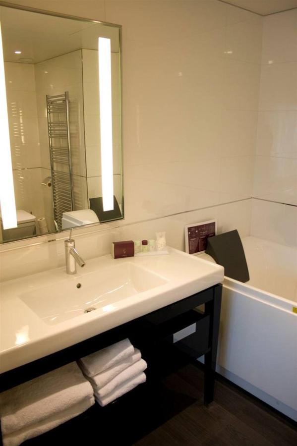 t1-suite-nuptiale-salle-de-bain.jpg.1024x0.jpg