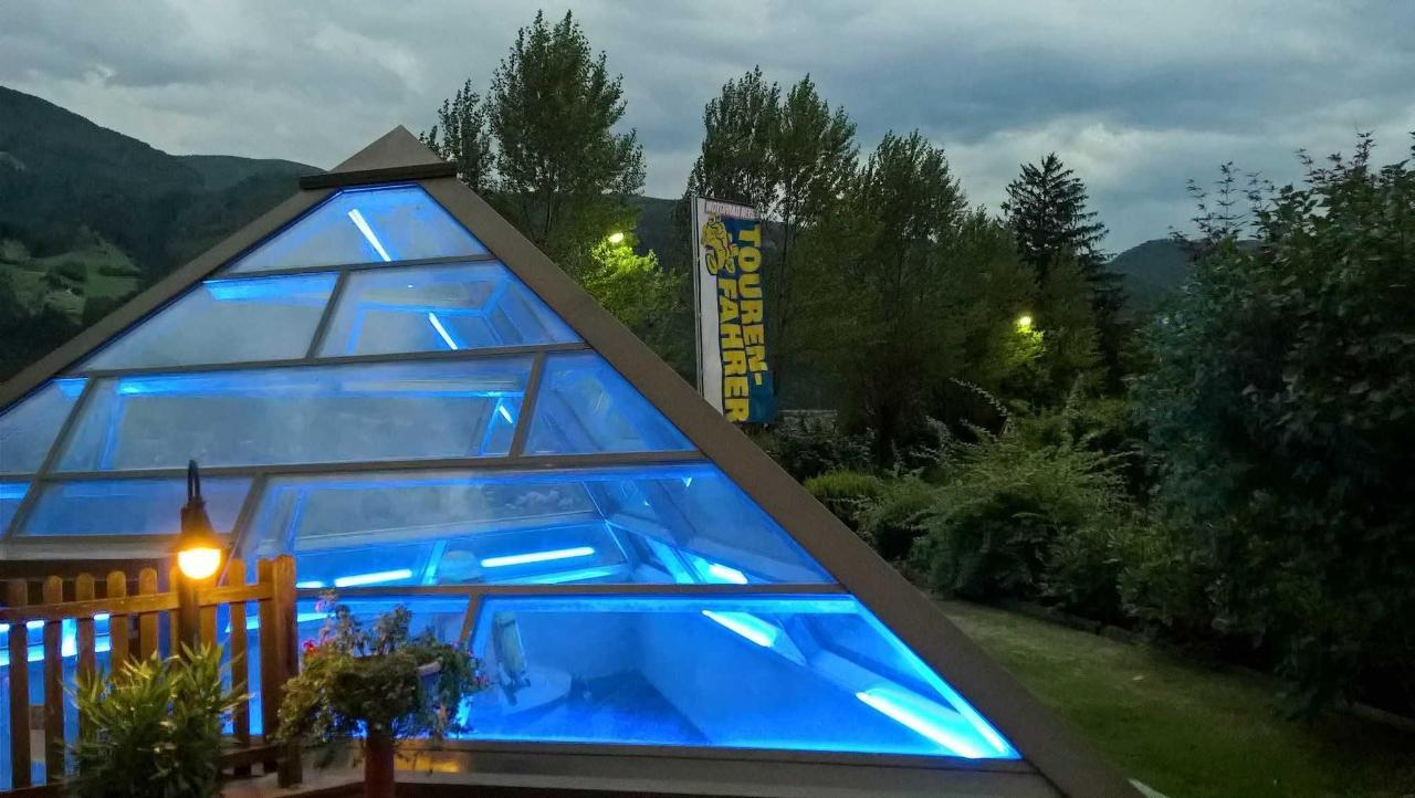 Glaspyramide des Feuerwehrmuseums.jpg