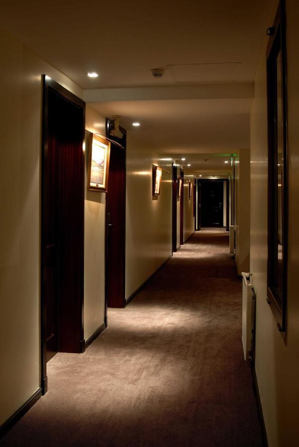 El Hotel - Interiors