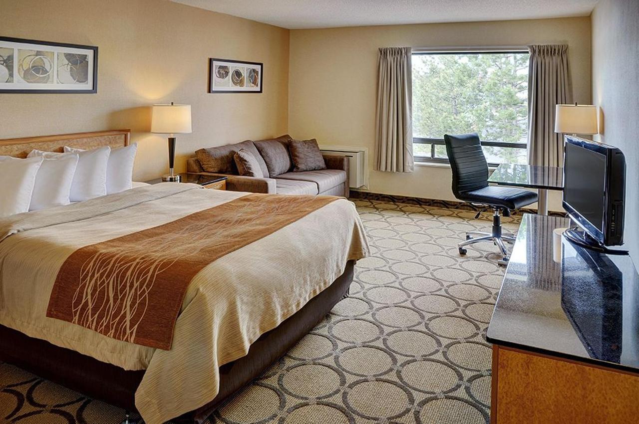queen-room-upstairs1.jpg