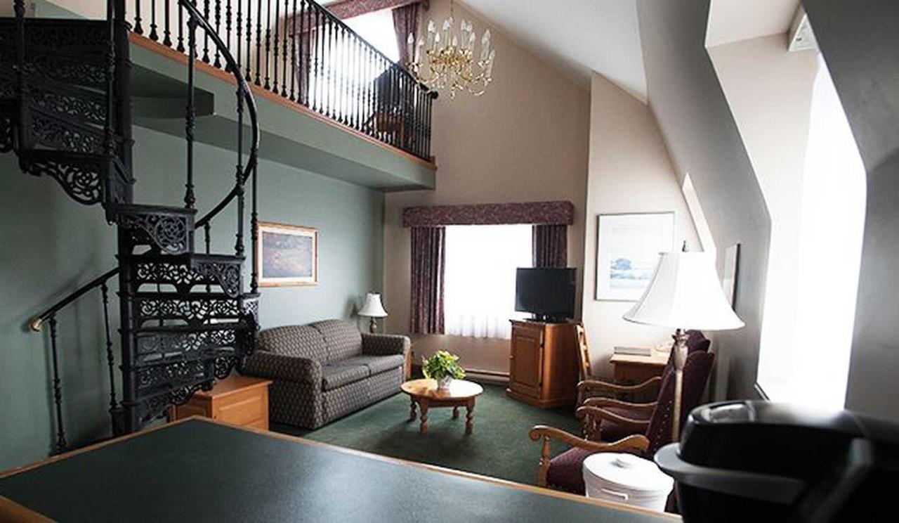 hotel-le-chantecler-suite.jpg.1920x0.jpg