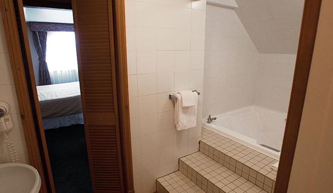 hotel-le-chantecler-suite-salle-de-bain.jpg.1024x0.jpg