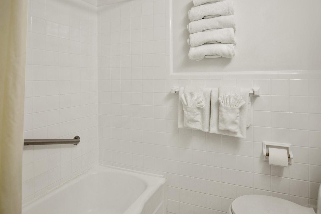 Water-Bathroom 312-3.jpg