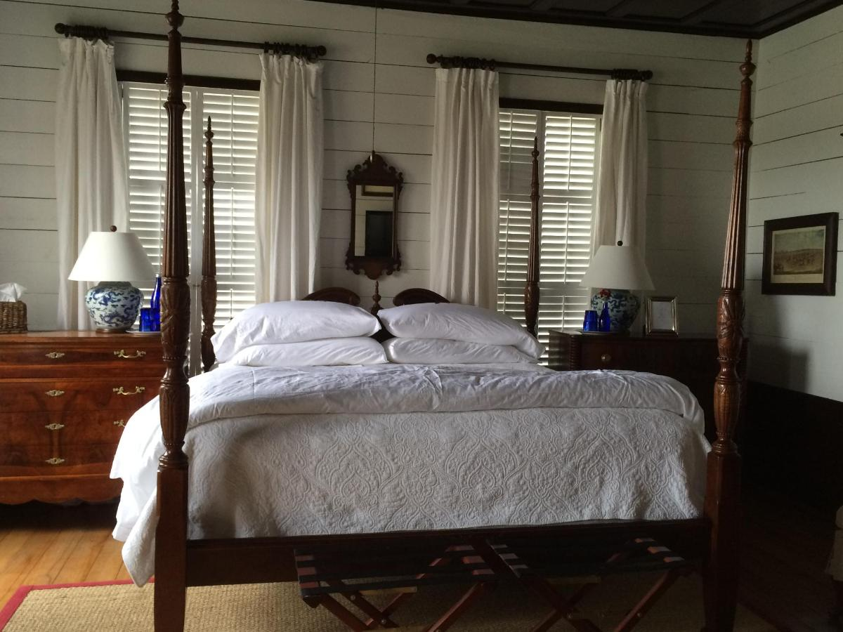 farmhouse - master bedroom bed.JPG