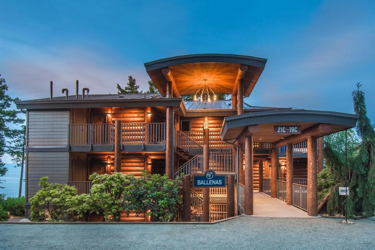 Tigh-Na-Mara Seaside Spa ResortExterior Twilight