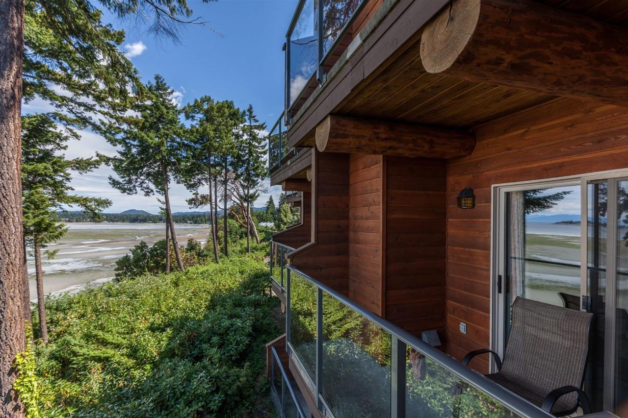 Tigh-Na-Mara Seaside Spa Resort Oceanside Balcony