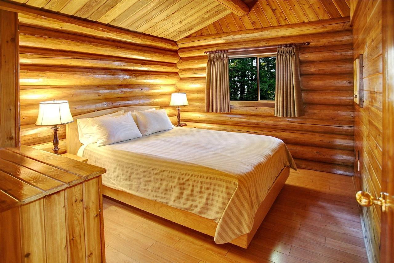 Tigh-Na-Mara Seaside Spa Resort Cottage Bedroom
