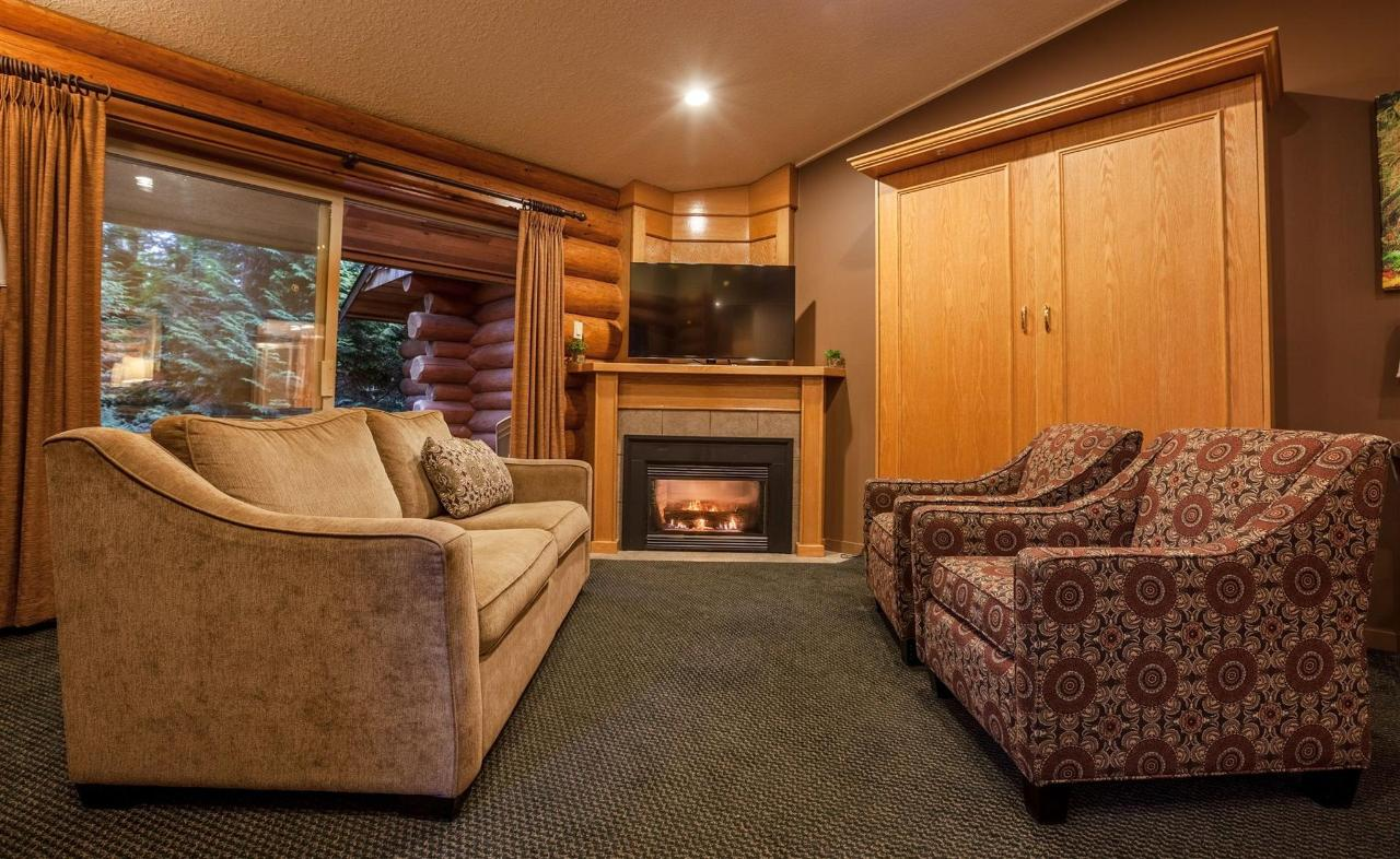 Tigh-Na-Mara Seaside Spa Resort Bungalow Fireplace