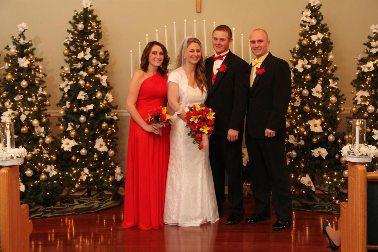 chapel-at-the-park-christmas-bridal-party-01.jpg