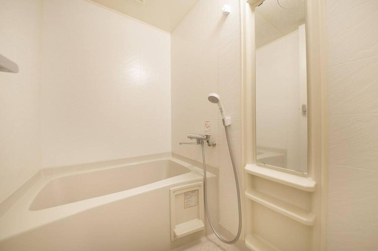 room-bath_b.jpg.1024x0.jpg