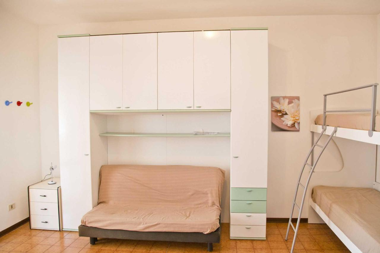 one-room apartament - living and sleeping room.jpg