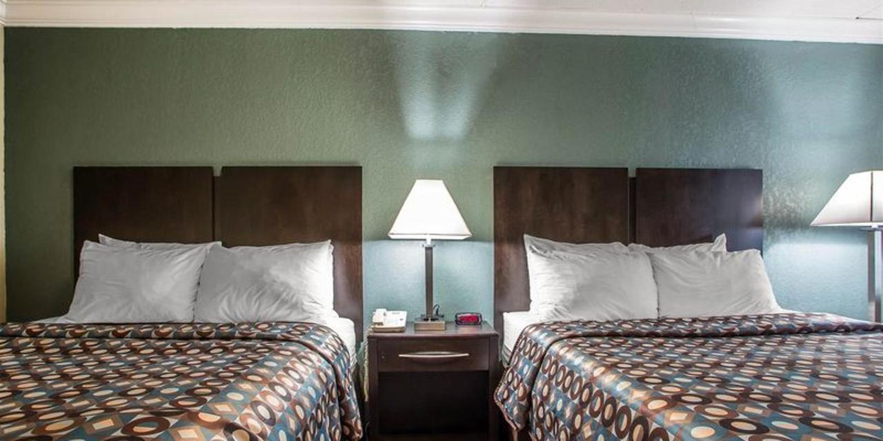 2 Queen Beds 2.jpg