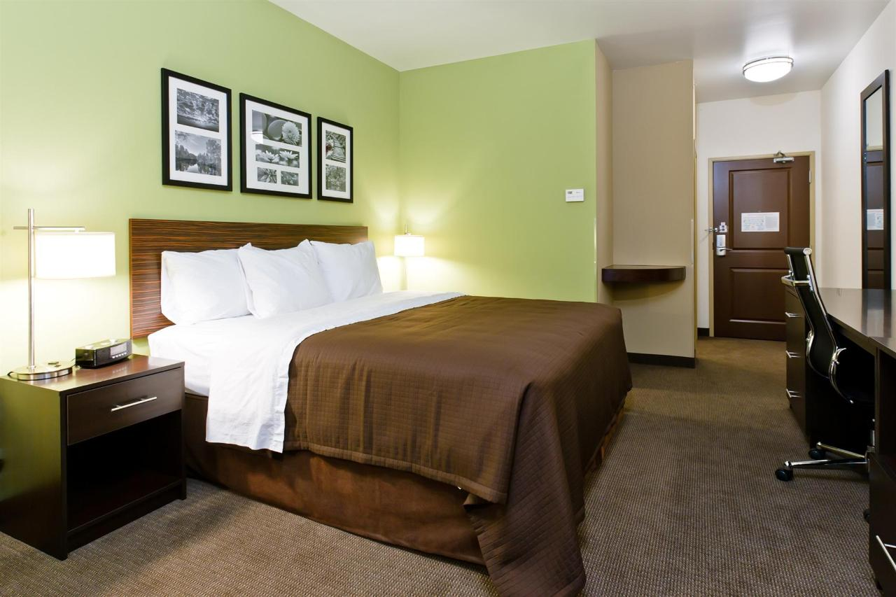 ks148-sleep-inn-king-room-3.jpg