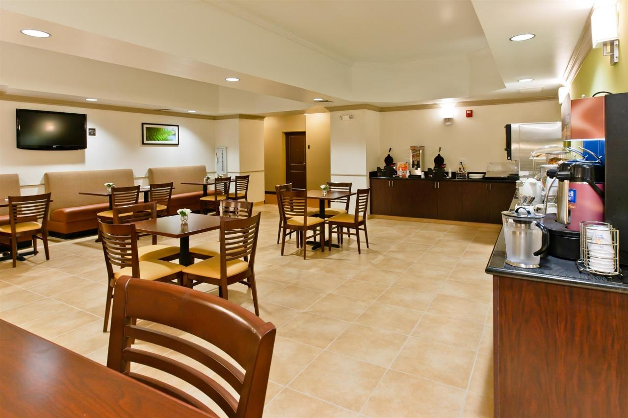 ks148-sleep-inn-breakfast-area-5.jpg