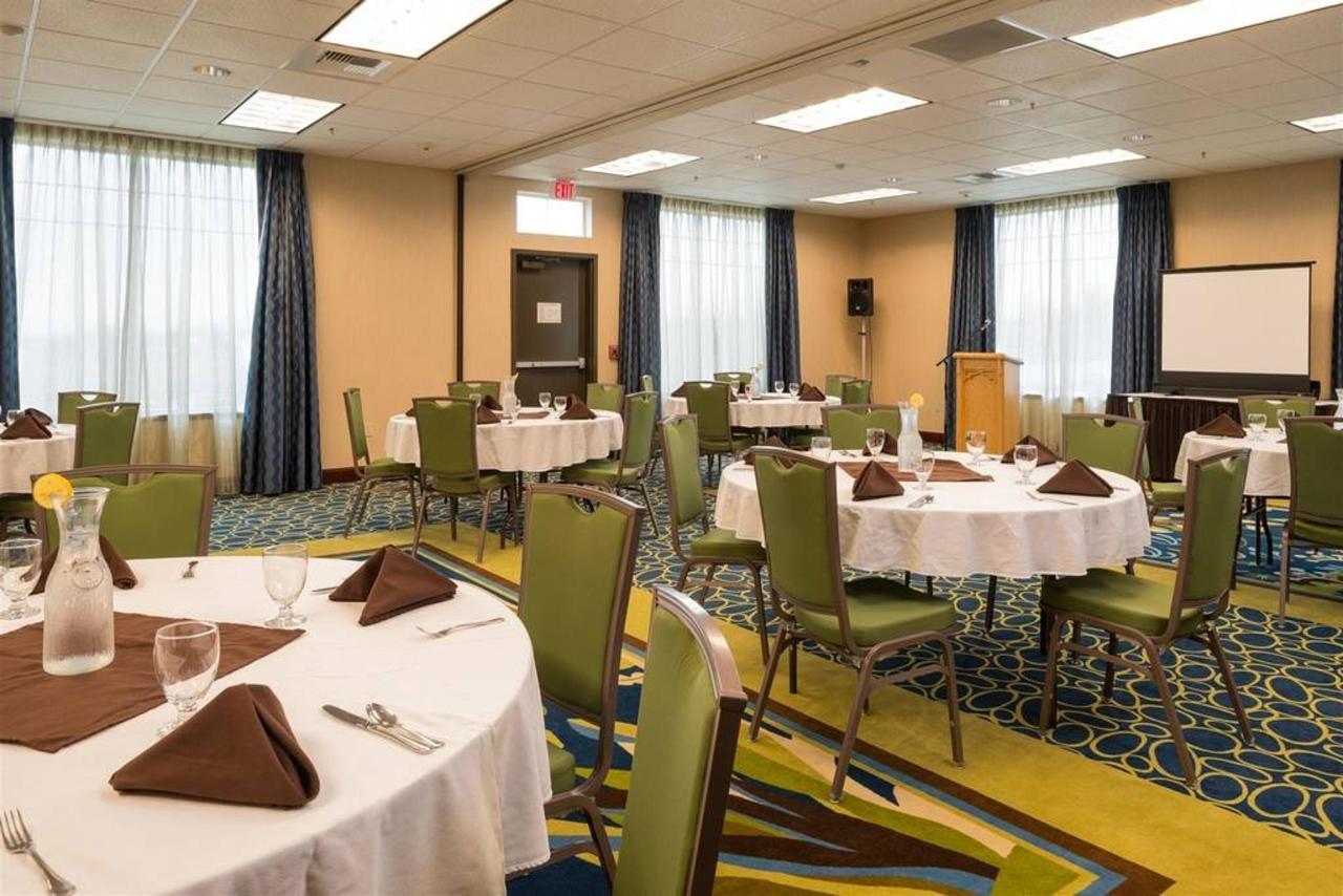 sqvse_banquet-room.jpg.1024x0.jpg