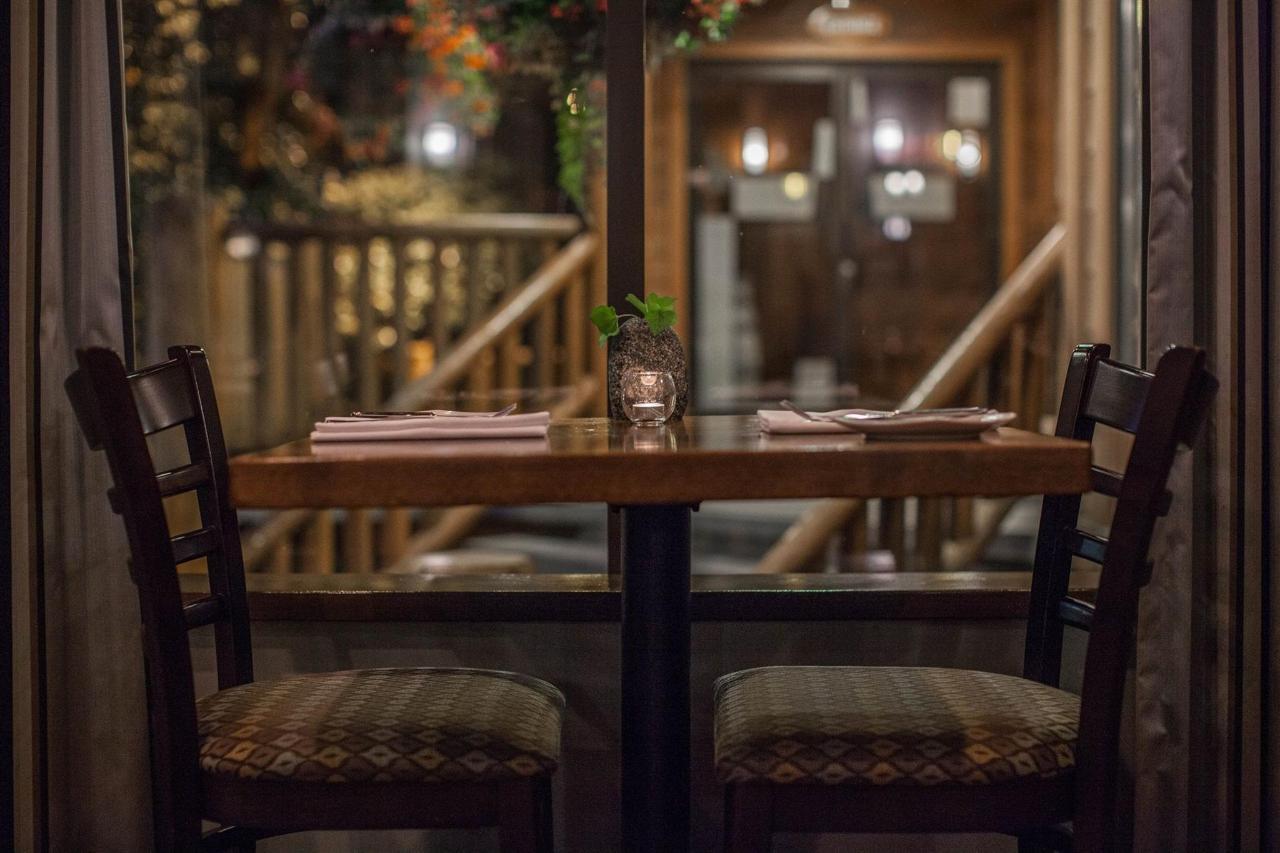 Tigh-Na-Mara Cedars Restaurant Seating Window