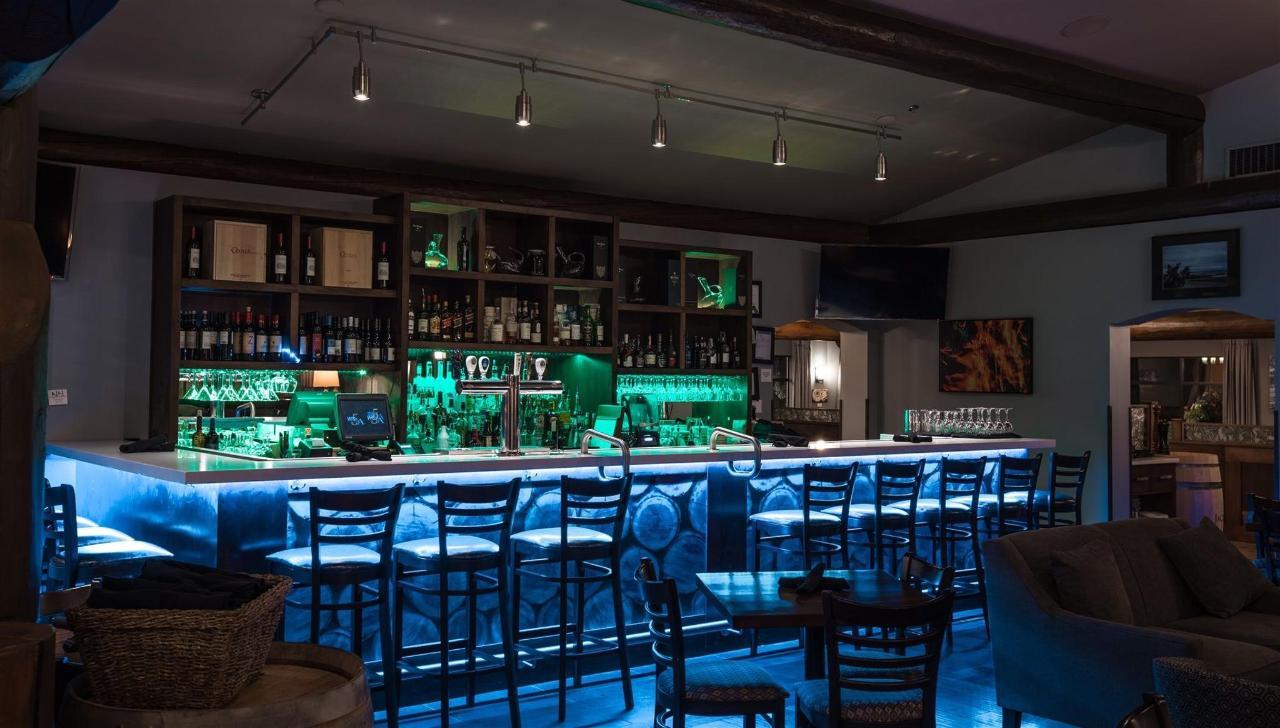 Tigh-Na-Mara Cedars Restaurant Lounge