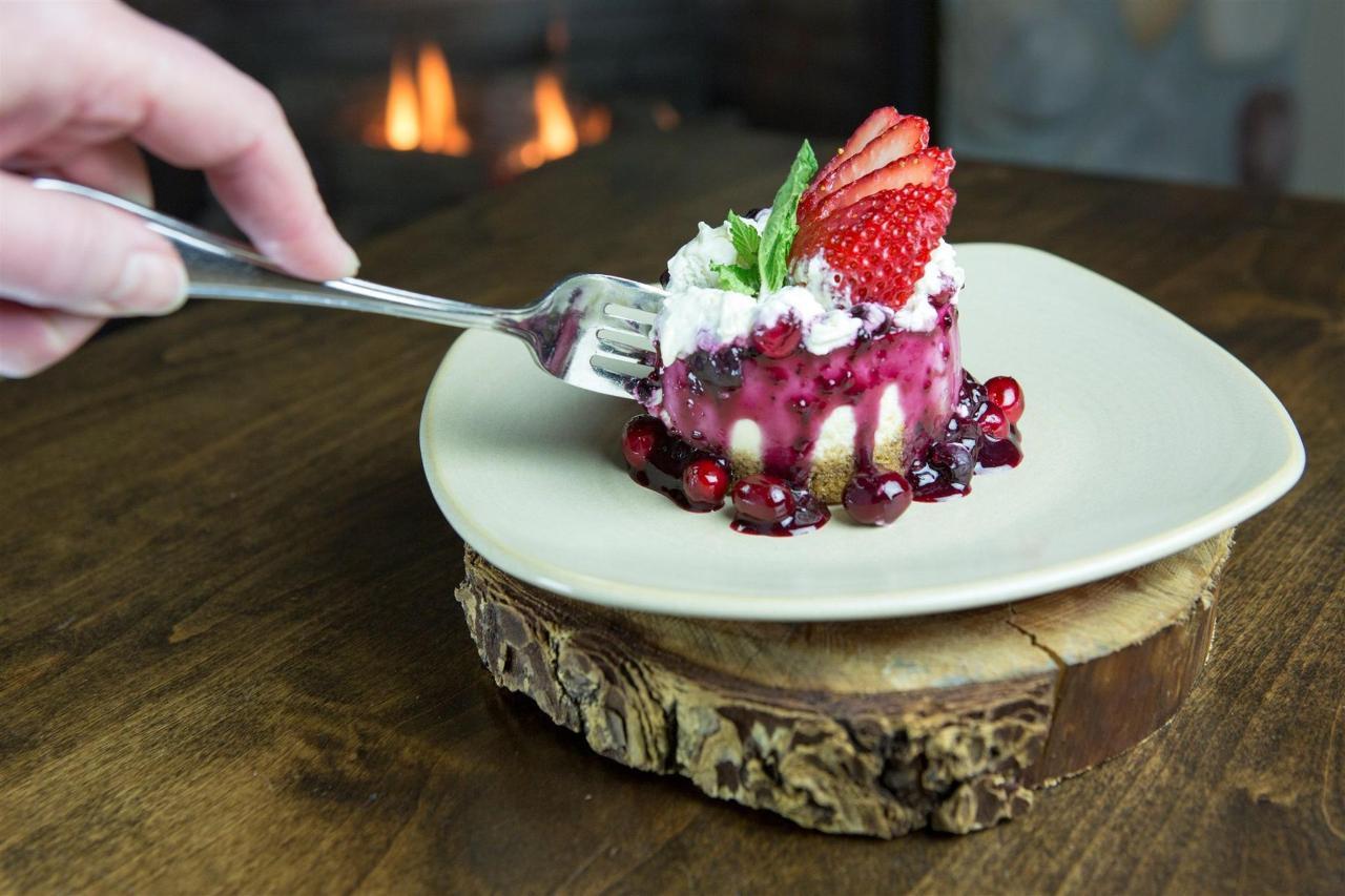 Tigh-Na-Mara Cedars Restaurant Cheesecake Berry
