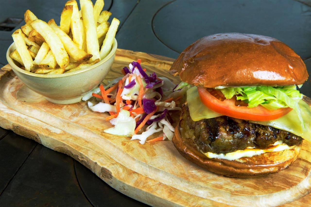 Tigh-Na-Mara Cedars Restaurant Rustic Burger
