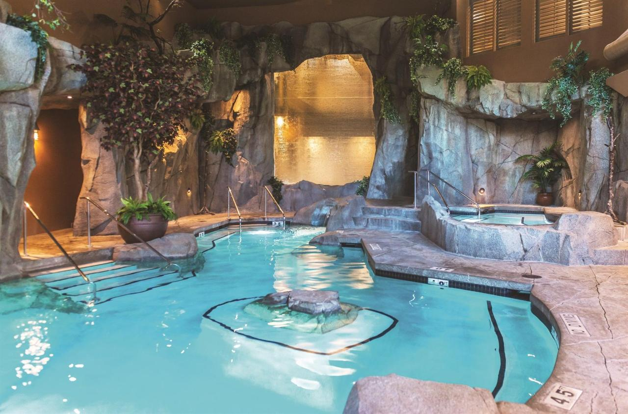 Tigh-Na-Mara Grotto Spa Mineral Pool