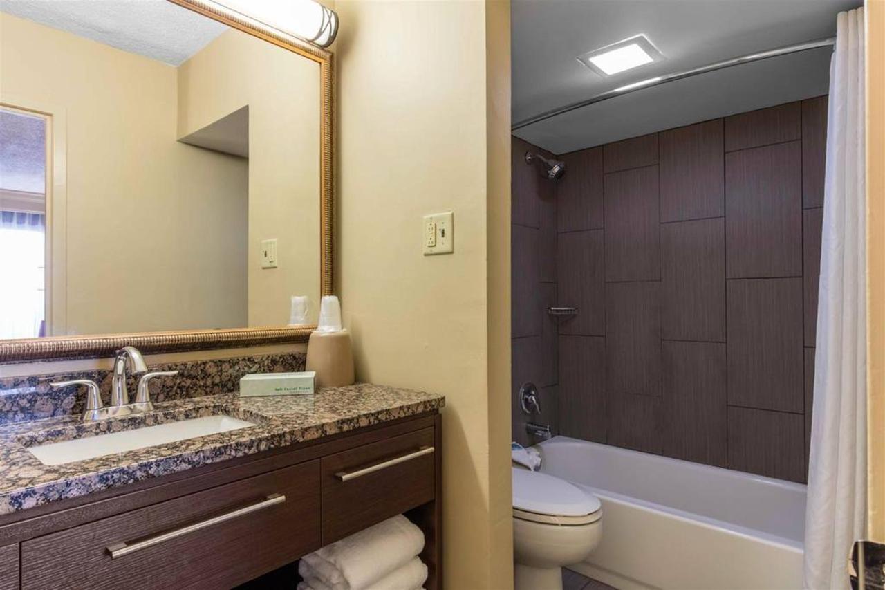 tn724bathroom1.jpg.1024x0.jpg
