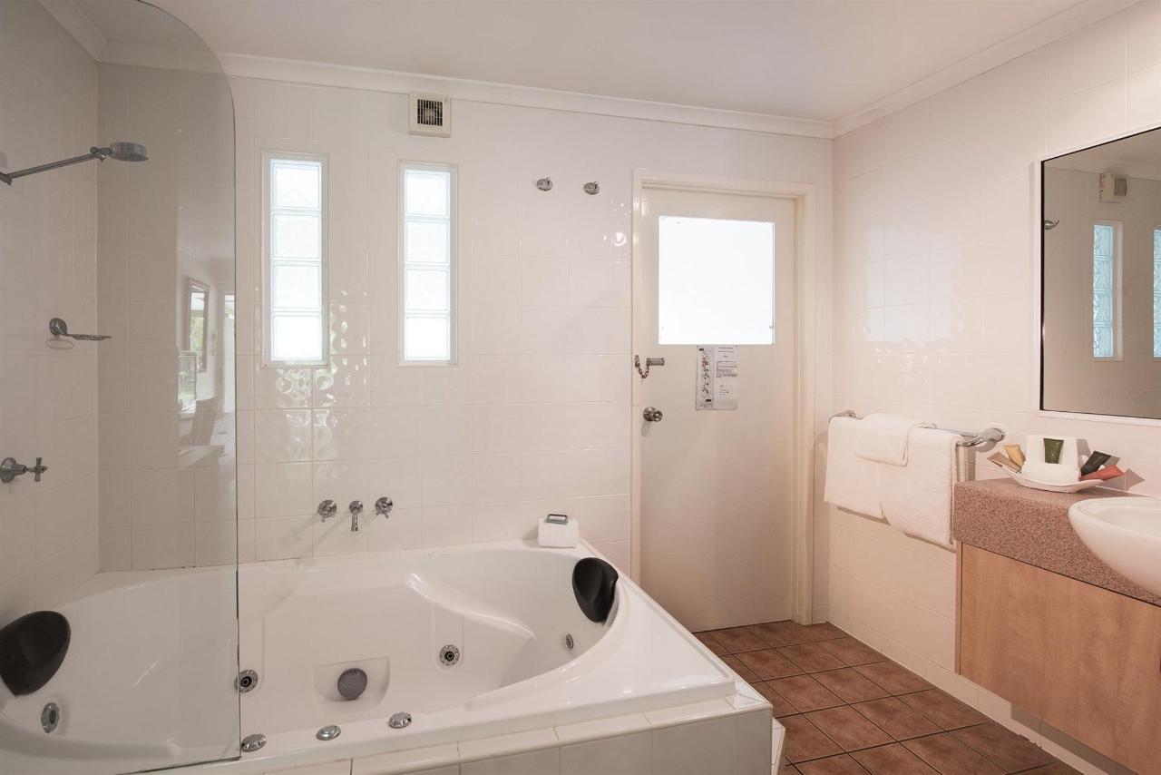 unit-12-bathroom.jpg