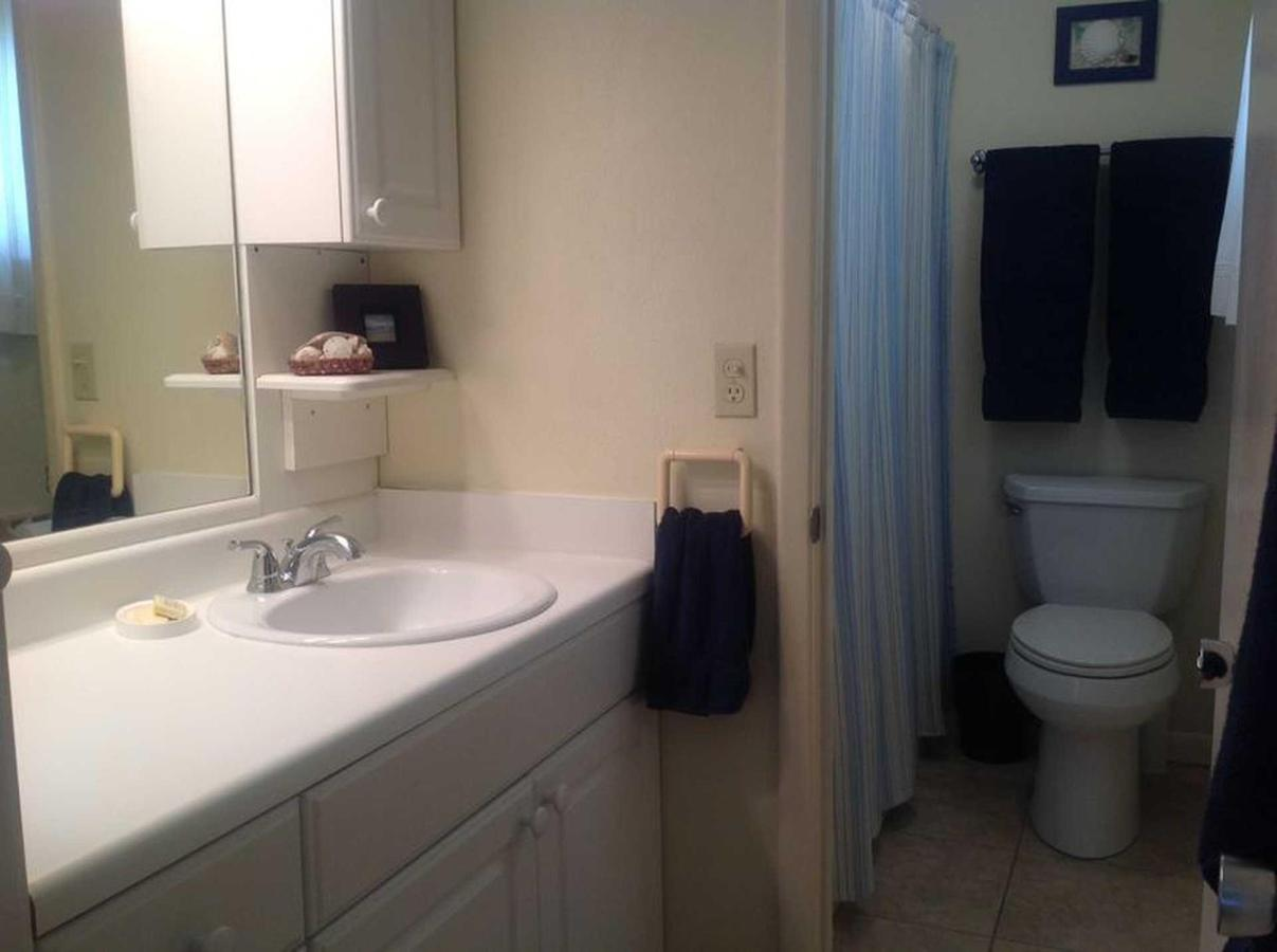 sr-condo-300-bath-room.jpeg.1920x0.jpeg