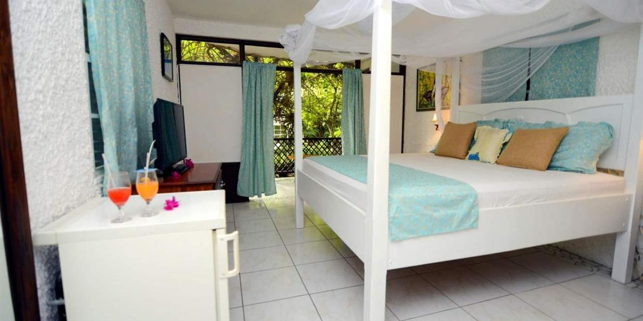 Superior A_C Rooms - Hummingbird - Saint lucia3.jpg