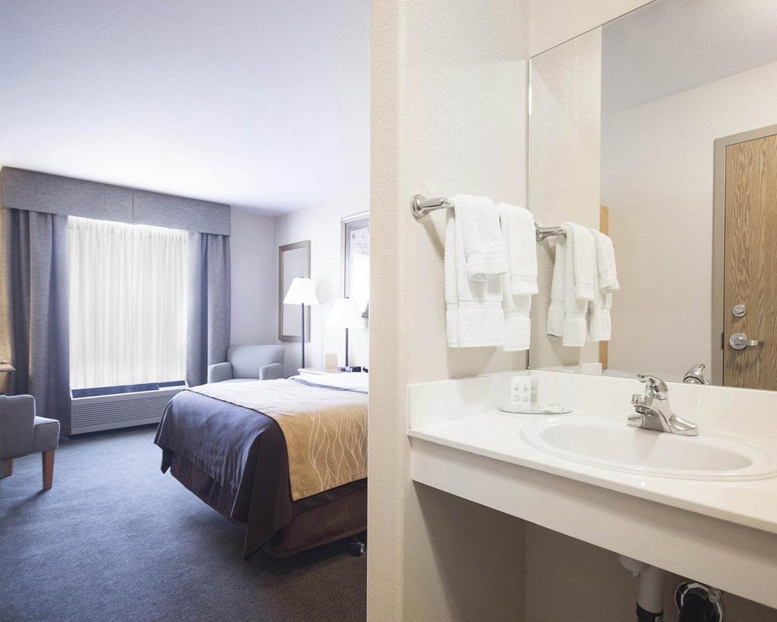 1 Queen Bed, Accessible.jpg