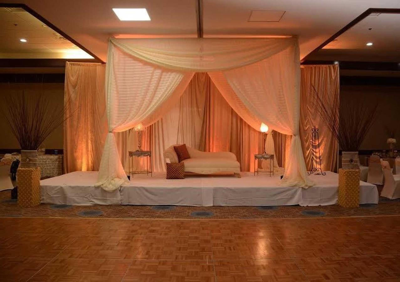 ballroom-stage-1.jpg.1920x0.jpg