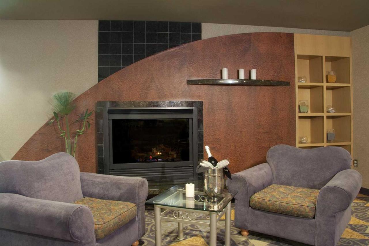 fireside-lobby-lounge-2.jpg.1920x0.jpg