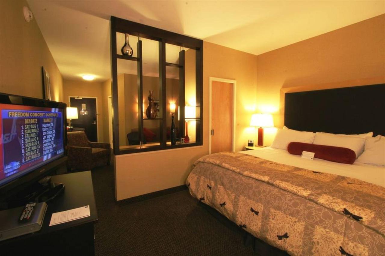 192-king-suite1.jpg.1024x0 (2) .jpg