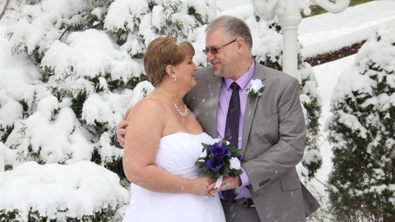 cupid-s-couple-in-the-snow-01.jpg.640x360_default.jpg