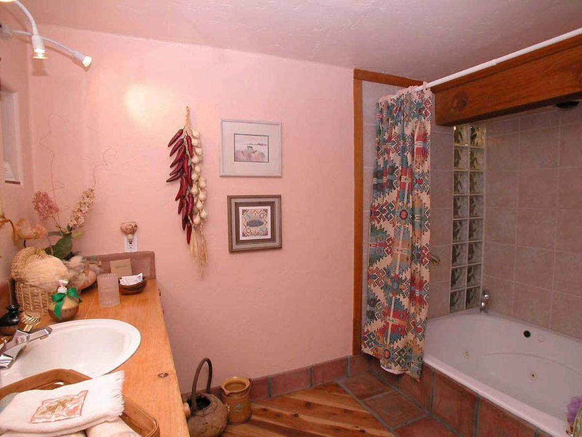mls-pueblo-bath.jpg.1920x0.jpg