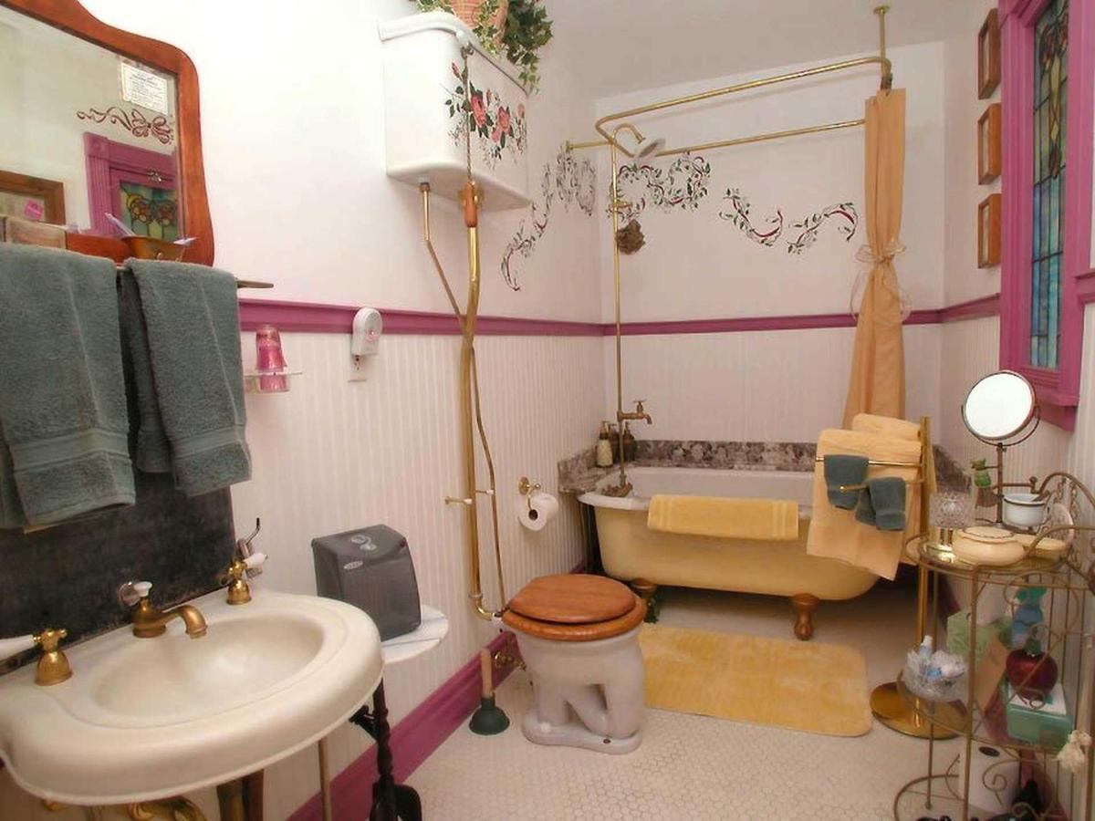 mls-shady-bath.jpg.1920x0.jpg