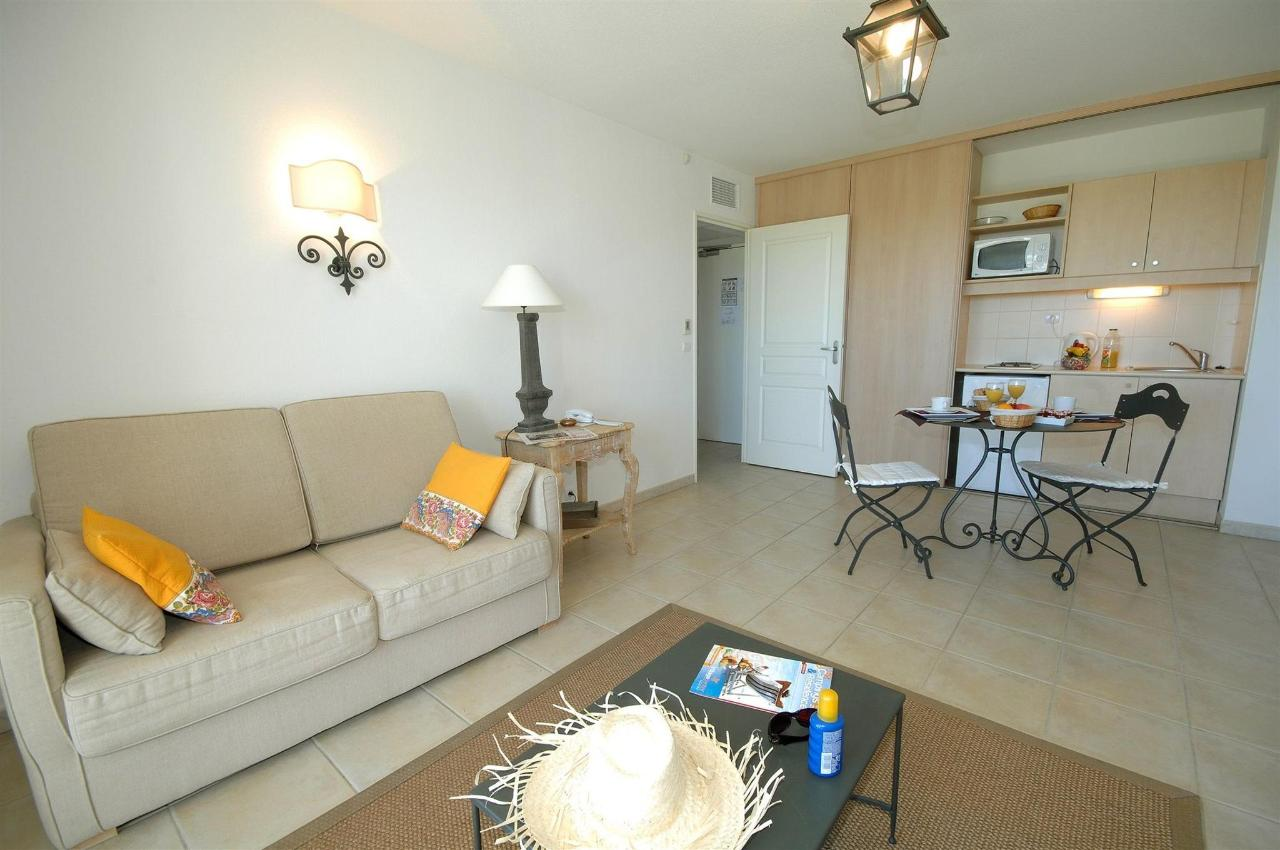 fr476-quality-hotel-du-golf-Montpellier-juvignac-juvignac-standard suite-room1.jpg