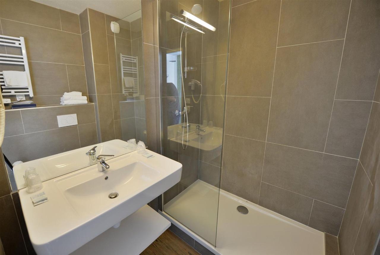 fr476-quality-hotel-du-golf-montpellier-juvignac-juvignac-bathroom1.jpg