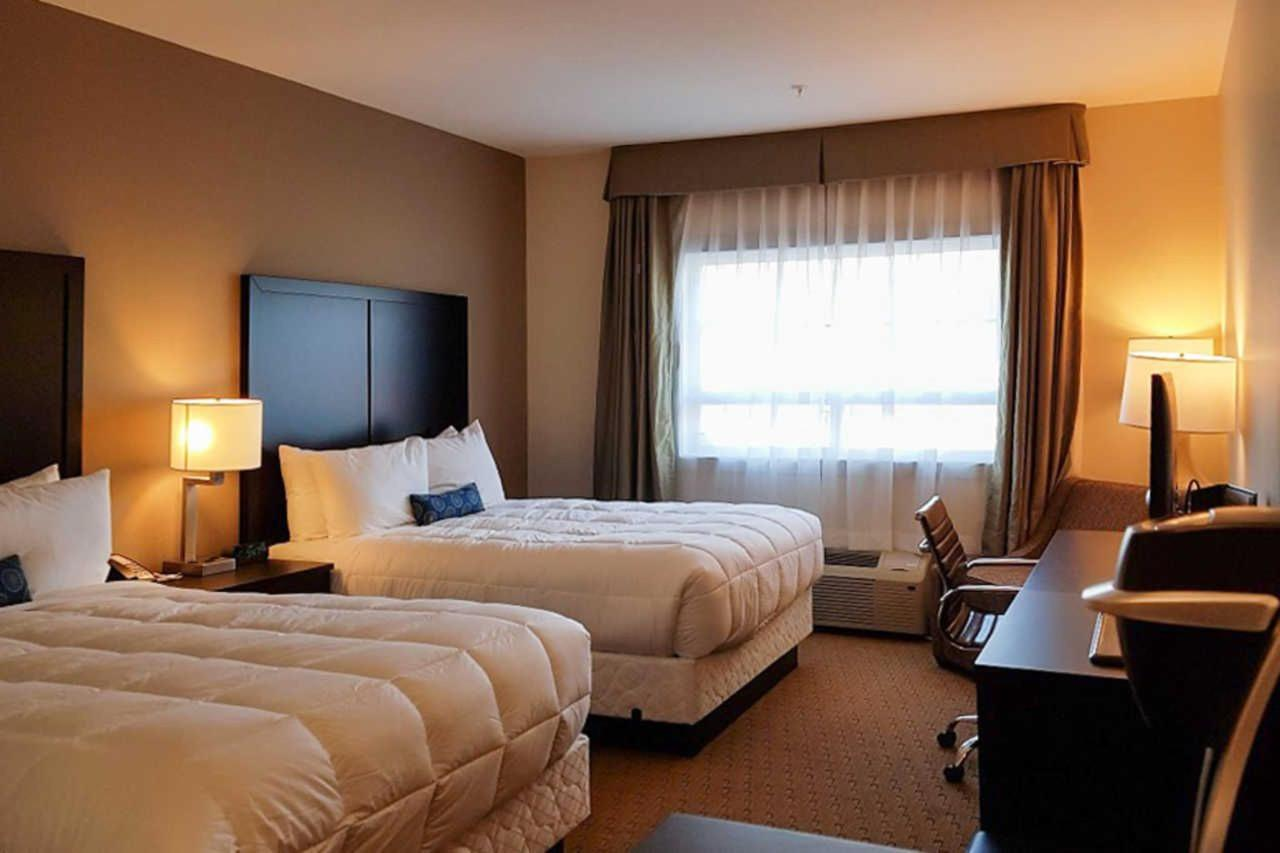 2-queen-beds-3.jpg